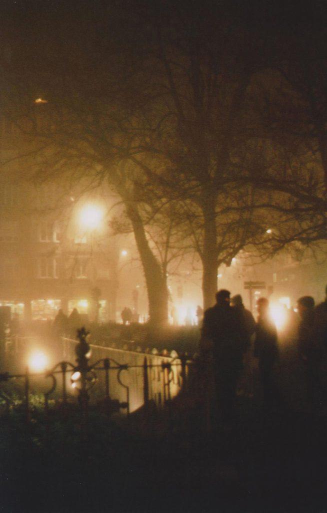Photographie argentique, La nuit, la rue, décembre 2016, Lille, France.