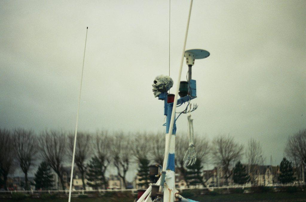 Photographie argentique, Vanité sur bateau, décembre 2017, Trouville, France.
