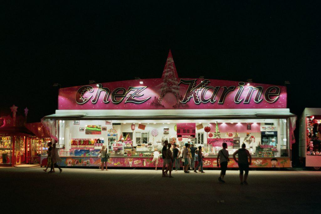 Photographie argentique, fête foraine la nuit, septembre 2017, Lille, France.