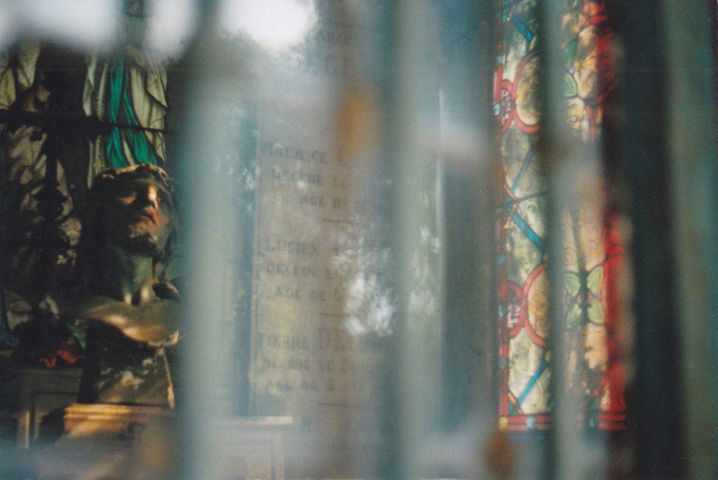 Photographie argentique, le mausolée, cimetière de l'est, août 2016, Lille, France.