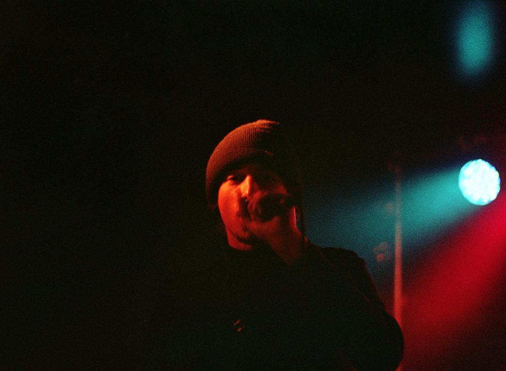 Photographie argentique, portrait de Manbak, Lezasmatik, le circus, janvier 2018, Lille, France.