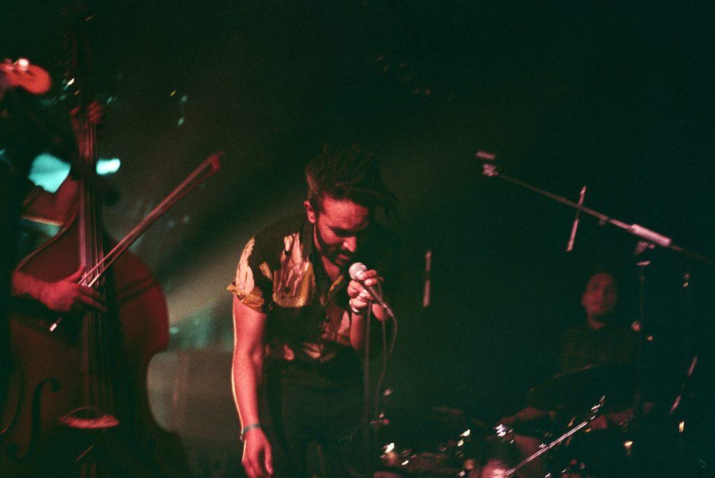 Photographie argentique, portrait du groupe Palatine, concert à l'aéronef, mai 2018, Lille, France.