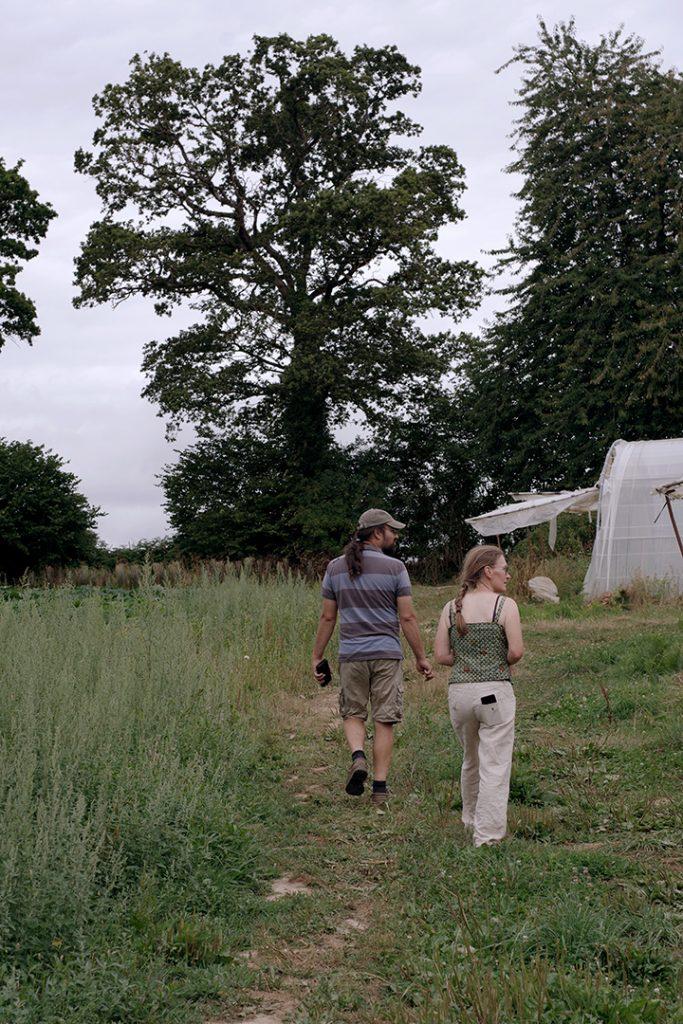 Photographie numérique, portrait couple ferme de la mercerie, pluies de juillet 2019, Villedieu les poeles, France.