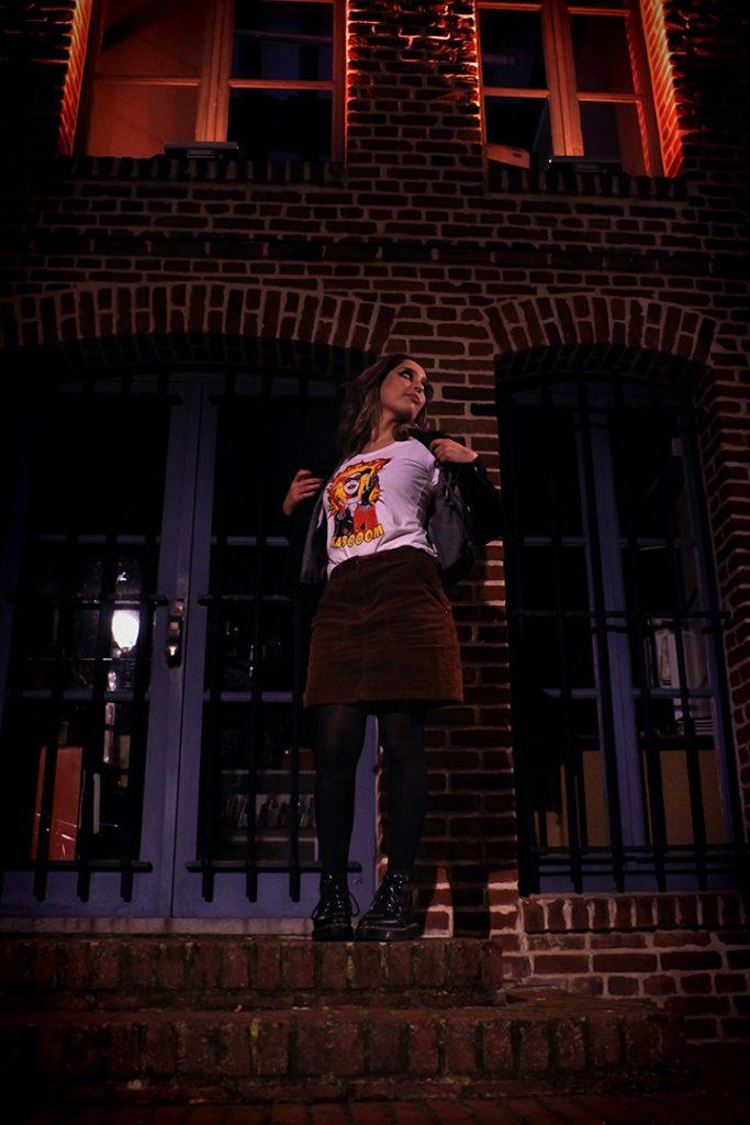 Photographie numérique, portrait de Jade Pourcelet avec le t-shirt harley quinn, décembre 2019, Lille, France.