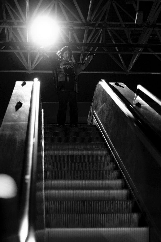 Photographie numérique, tournage du clip de peachsoda à la gare Lille-Europe, janvier 2020, Lille, France.